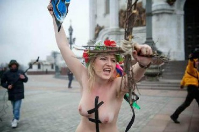 Патриарха Кирилла атаковали FEMEN