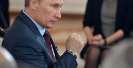 Путин не может определиться с клеветой