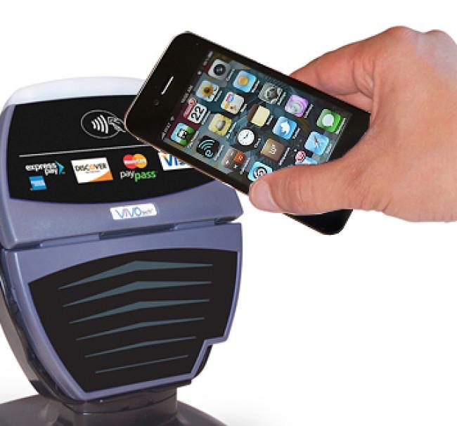 Новый iPhone будет считывать отпечатки пальцев