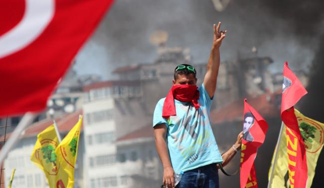 В Стамбуле вновь строят баррикады