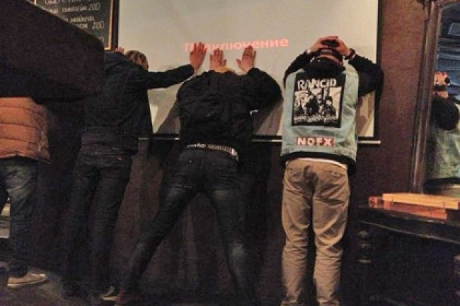 В Рязани полицейские ублюдки избили зрителей концерта
