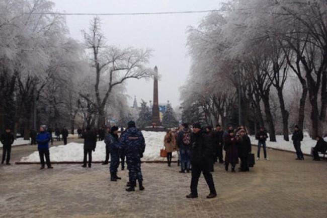 В Волгограде ОМОН разогнал людей пришедших почтить память погибших в теракте