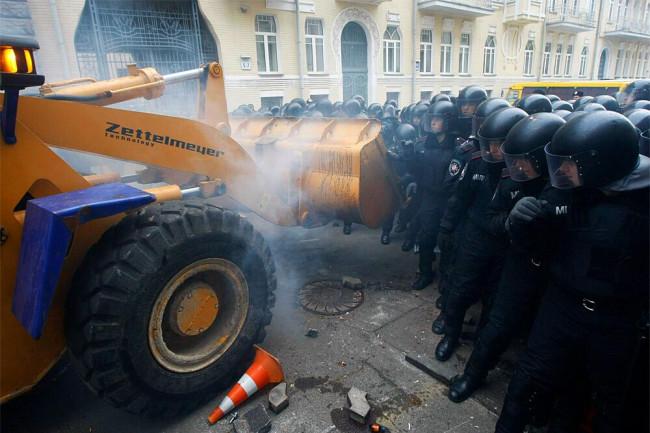Украина: погромы или революция?