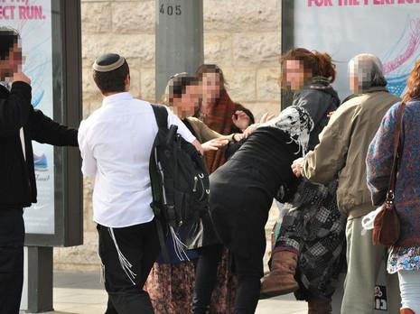 избиение евреями арабки