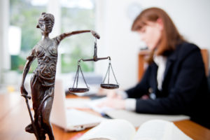 juridicheskoe-soprovogenie