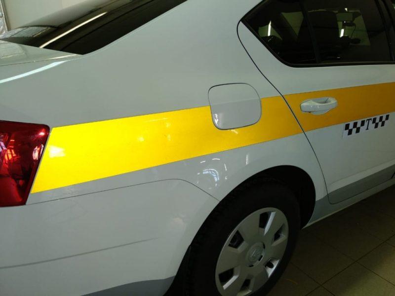 Светоотражающая полоса на такси